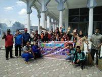 Pramuka MAN 4 Aceh Utara Bakti Sosial, Bersihkan Halaman Masjid