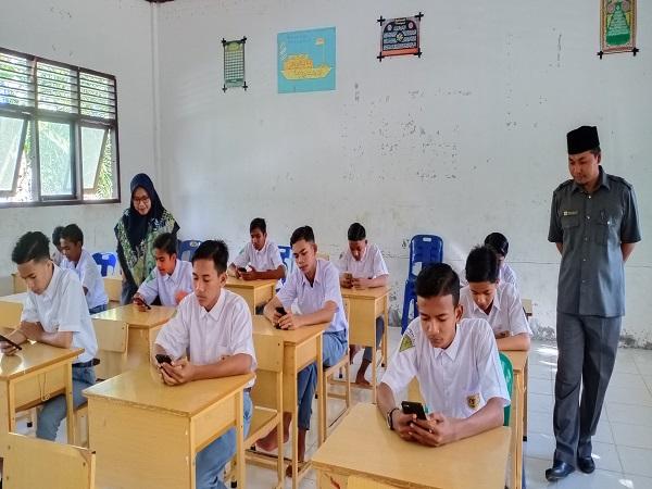 Guru MAN 4 Aceh Utara Luncurkan USBN Berbasis Android